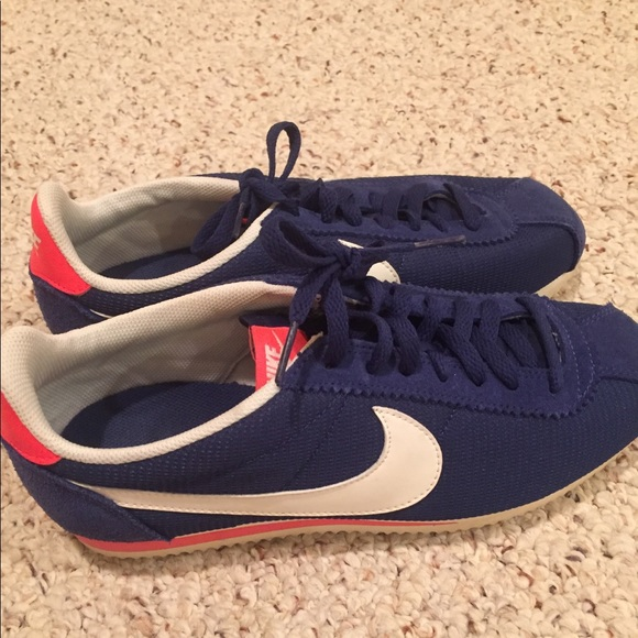 low priced e2c09 e2140 Nike x Urban Outfitters Cortez Sneakers. M 5a6537789cc7ef09245cf4a8